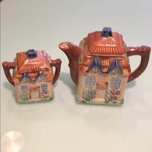 Vintage cute milk/sugar house set